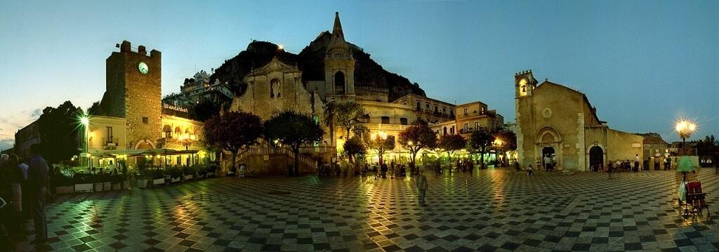 Piazza Aprile IX, Taormina attractions