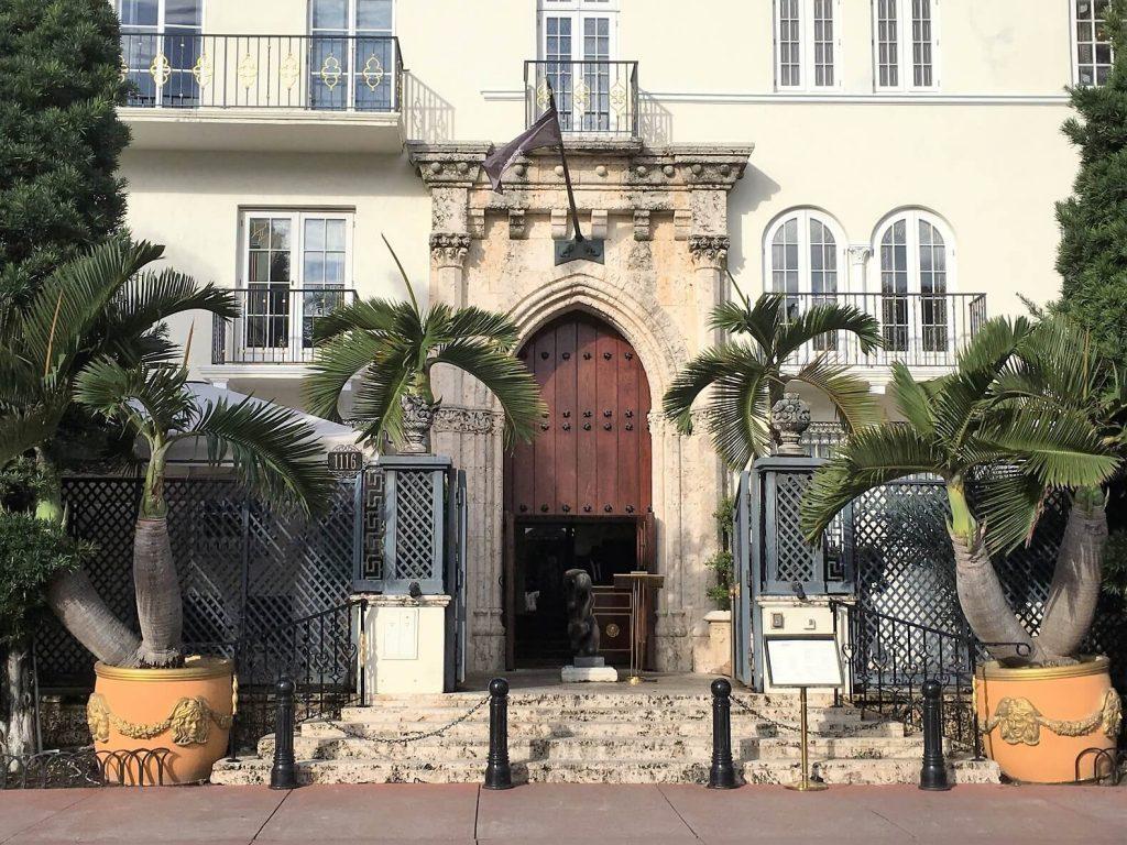 Gianni Versace villa on South Beach - Miami Beach walk