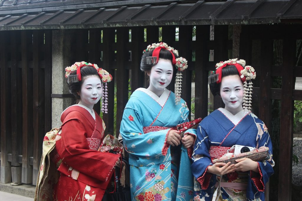Travel addict loves Japan and geisha