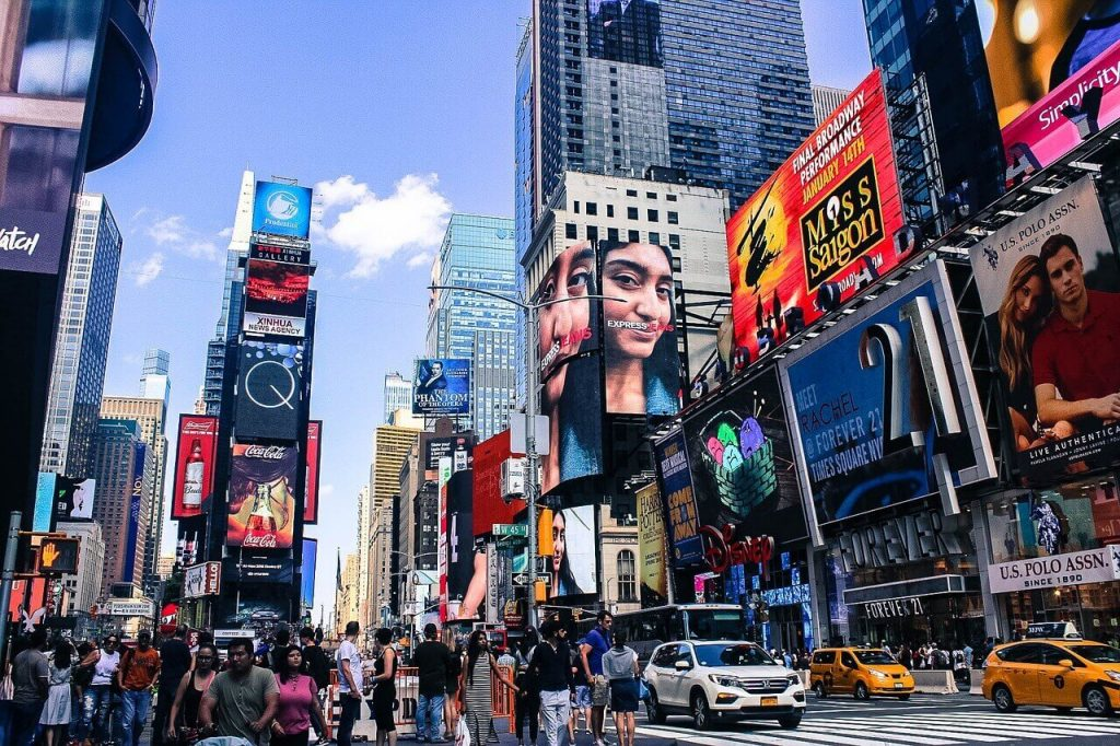 things to do in times square at night
