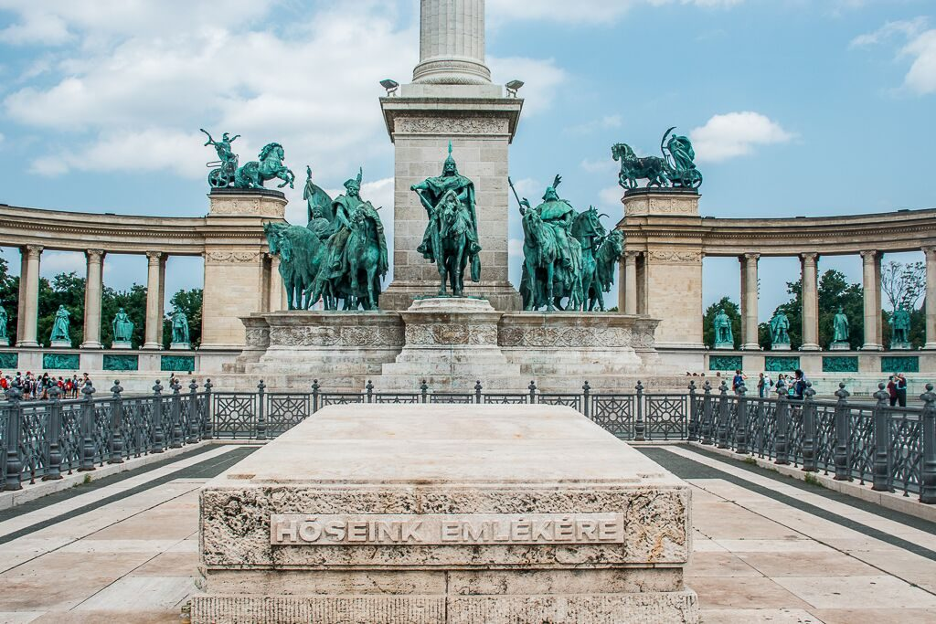 Heroes' Square Monument you must see in Budapest