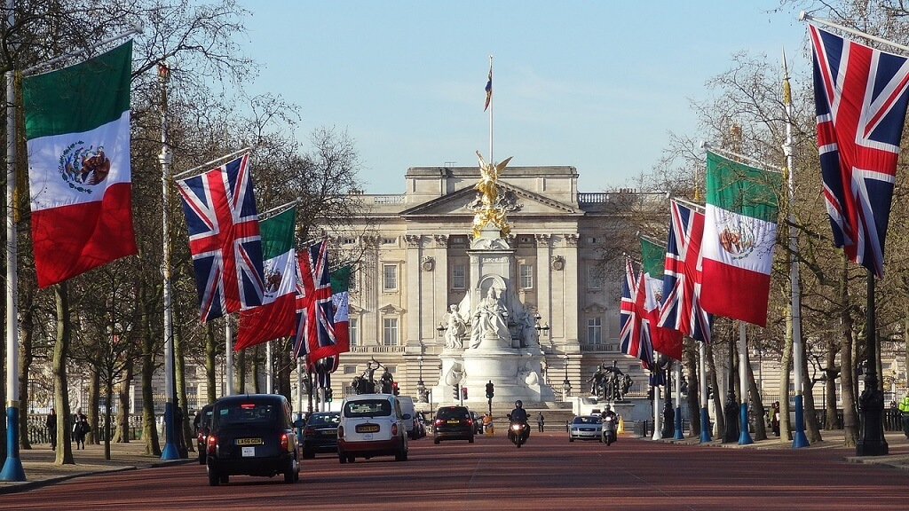 Frontal view of Buckingham Palace