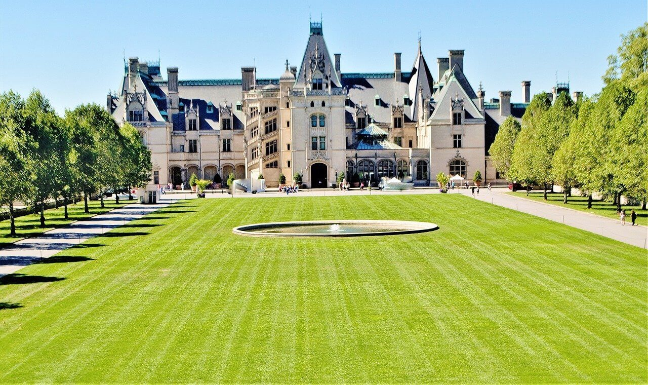 HOW TO VISIT THE BILTMORE ESTATE IN ASHEVILLE, NORTH CAROLINA, USA - Travels with Talek